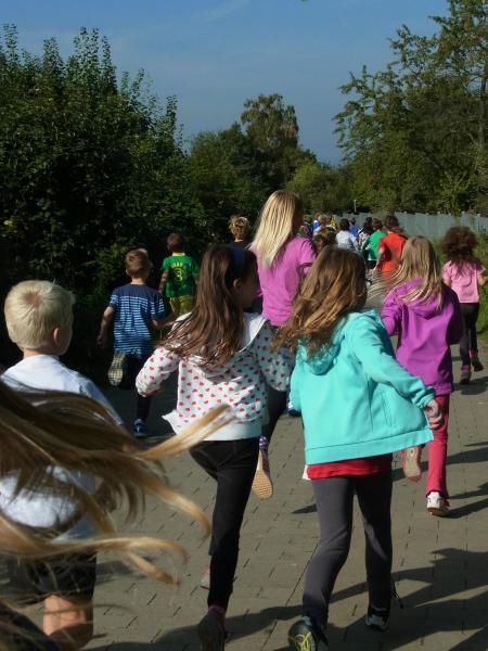 Kinder beim Laufen