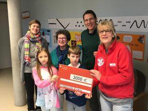 Die Liesel-Oestreicher-Schule spendet 3.000 EURO aus Weihnachtsmarkt-Erlösen an den Tierschutzverein Frankfurt. (c) Liesel-Oestreicher-Schule